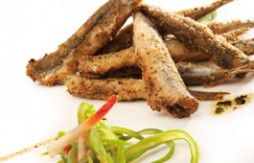 Fried Anchovies breaded in Quely Picada with garlic and parsley served with Green Bean and Strawberr