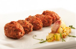 Raoles de carne rellenas de queso y Quely Picolines integrales con sésamo