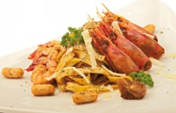 Egg Tagliatelle with Prawns, Wild Mushrooms and Quely Picolines Integral Sésamo biscuits