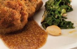 Schweinefüsse mit Lamm gefüllt, serviert mit Senf und Mangold