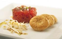 Thunfisch-Tartar mit Schnittlauch und Quely Vollkorn Rustikaler Art