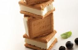 Quelycrem-Sandwiches mit Frischkäseeis