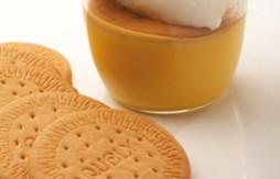 Custards with Quely María biscuits and Meringue